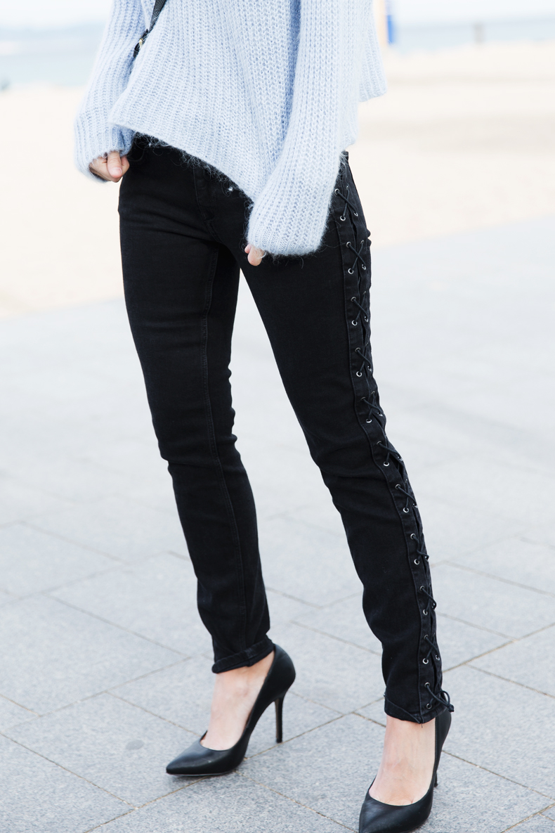 Black_Jeans-Knit_Jumper-Light_Blue-Street_Style-Outfits-11