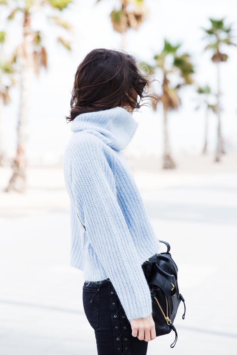 Black_Jeans-Knit_Jumper-Light_Blue-Street_Style-Outfits-5