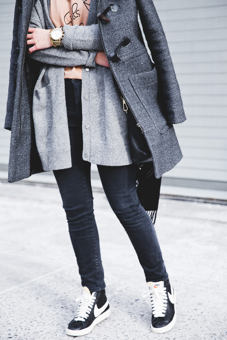 Sarenza-Sneakers-Jeans-Cardigan-Outfit-Street_Style-NYFW-11