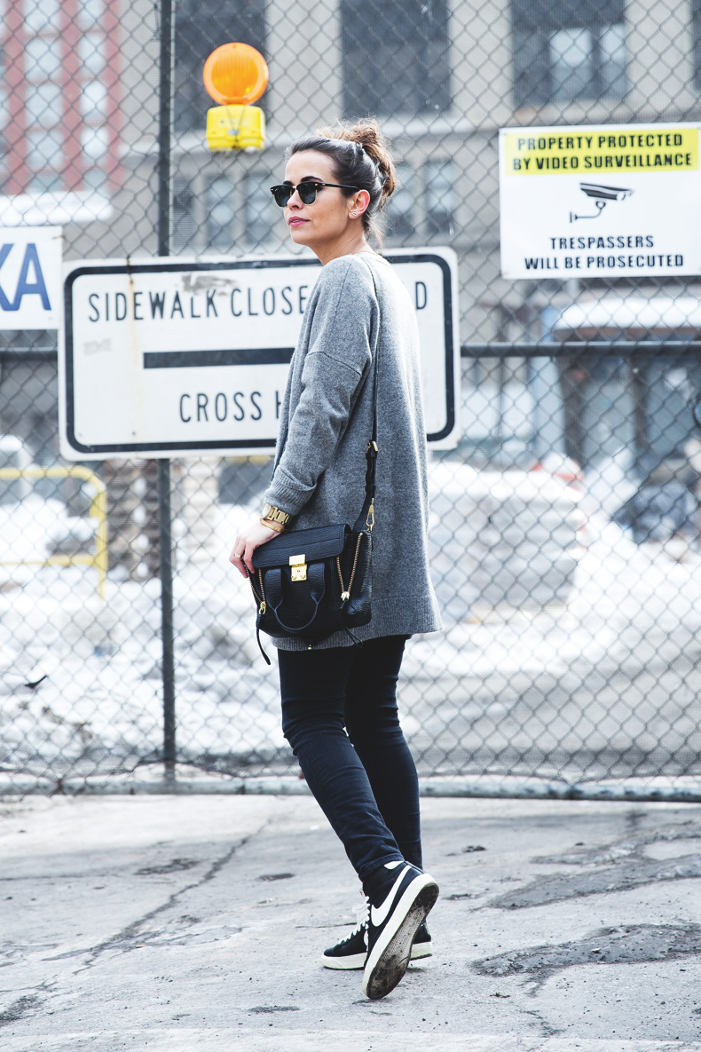 Sarenza-Sneakers-Jeans-Cardigan-Outfit-Street_Style-NYFW-23