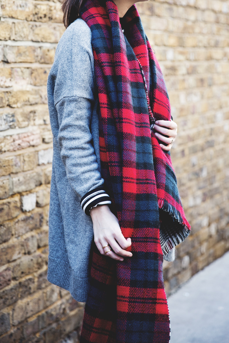 Mixing_Prints-London-LFW-Jeans-Hat-Chained_boots-Street_Style-Outfit-8