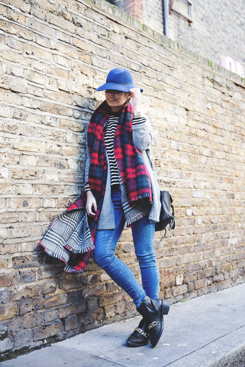 Mixing_Prints-London-LFW-Jeans-Hat-Chained_boots-Street_Style-Outfit-6