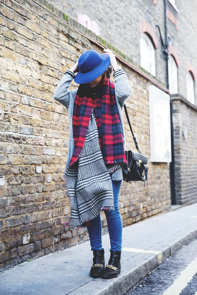 Mixing_Prints-London-LFW-Jeans-Hat-Chained_boots-Street_Style-Outfit-3