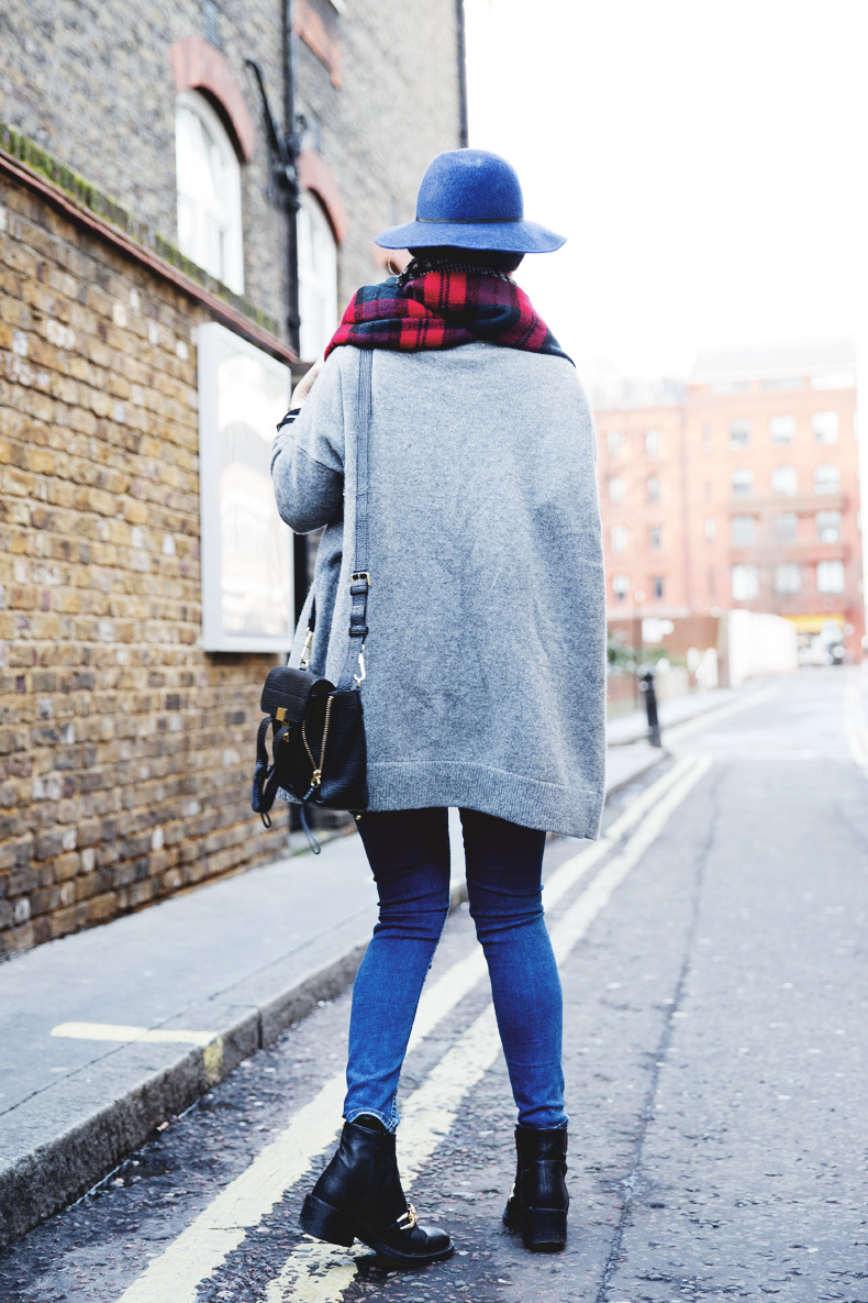 Mixing_Prints-London-LFW-Jeans-Hat-Chained_boots-Street_Style-Outfit-1