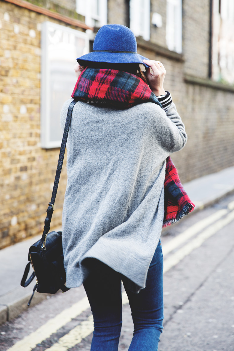 Mixing_Prints-London-LFW-Jeans-Hat-Chained_boots-Street_Style-Outfit-19