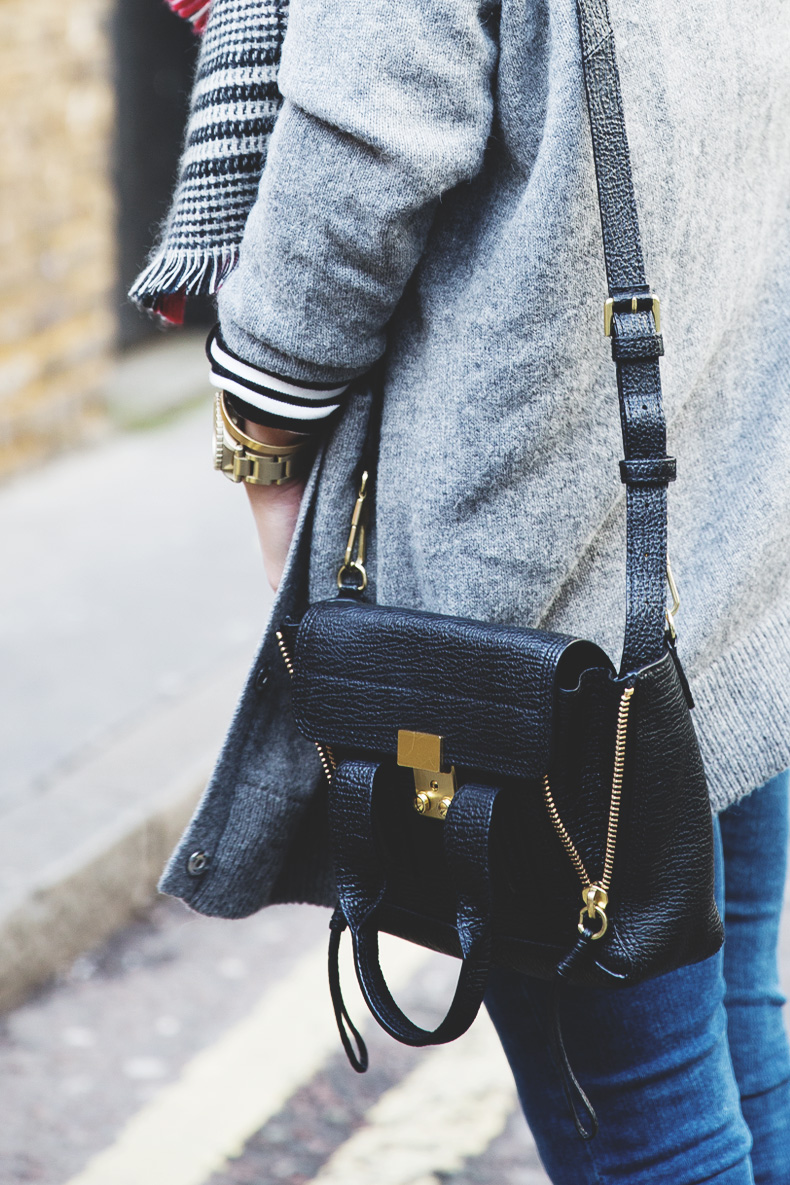 Mixing_Prints-London-LFW-Jeans-Hat-Chained_boots-Street_Style-Outfit-14