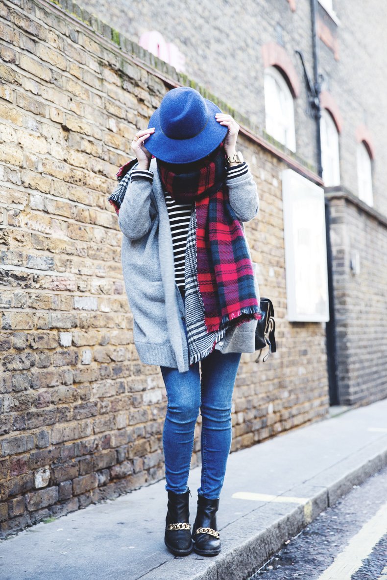 Mixing_Prints-London-LFW-Jeans-Hat-Chained_boots-Street_Style-Outfit-5
