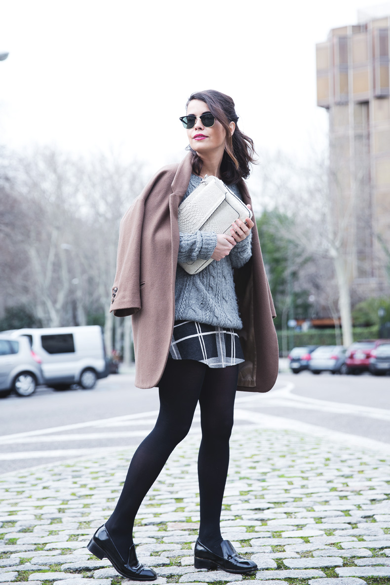 Plaid_Skirt-Camel_Coat-Loaffers_SreetStyle-Outfit-11