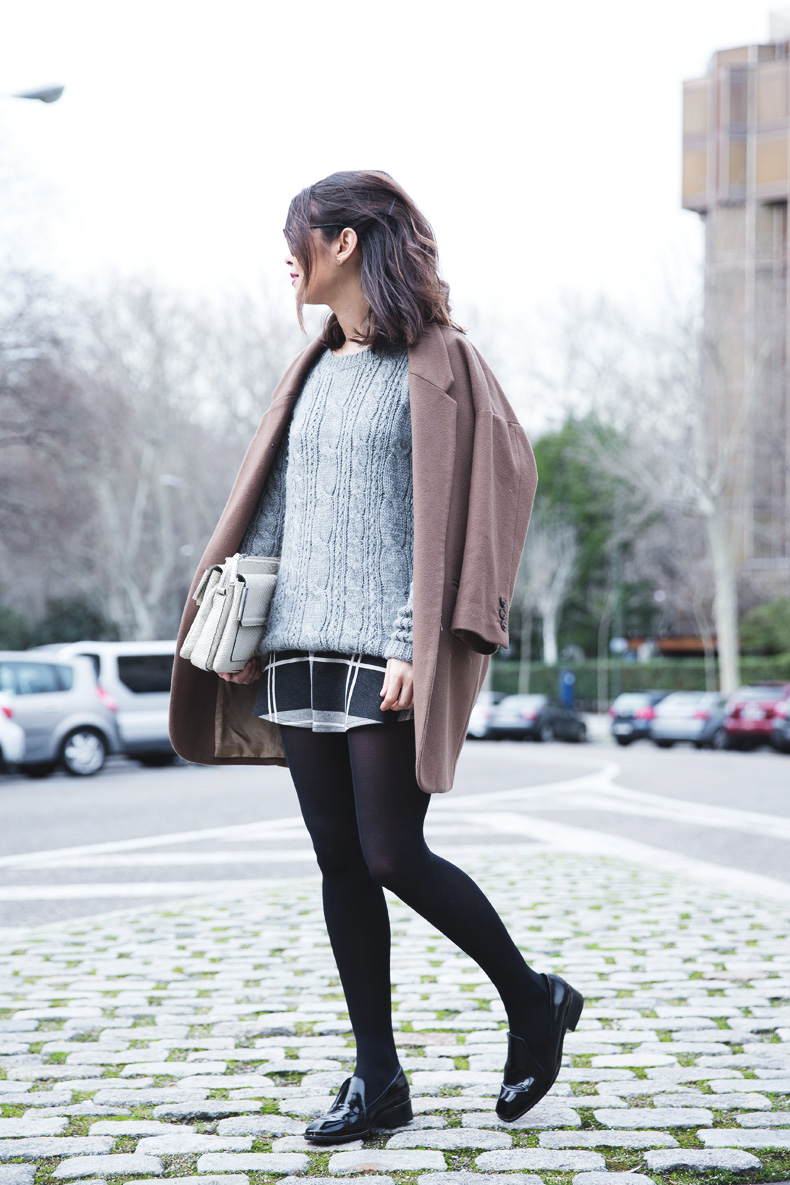 Plaid_Skirt-Camel_Coat-Loaffers_SreetStyle-Outfit-8