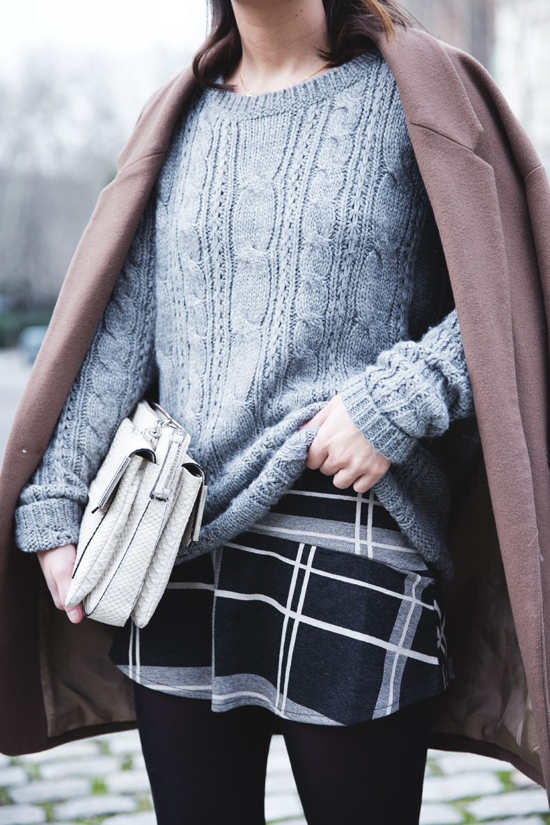 Plaid_Skirt-Camel_Coat-Loaffers_SreetStyle-Outfit-20