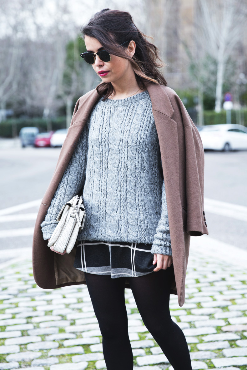 Plaid_Skirt-Camel_Coat-Loaffers_SreetStyle-Outfit-6