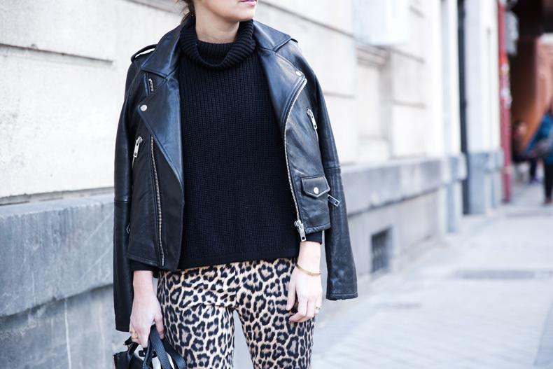 Leopard_Trousers-Biker_Jacket-Black-Mango-Street_Style-Outfit-36