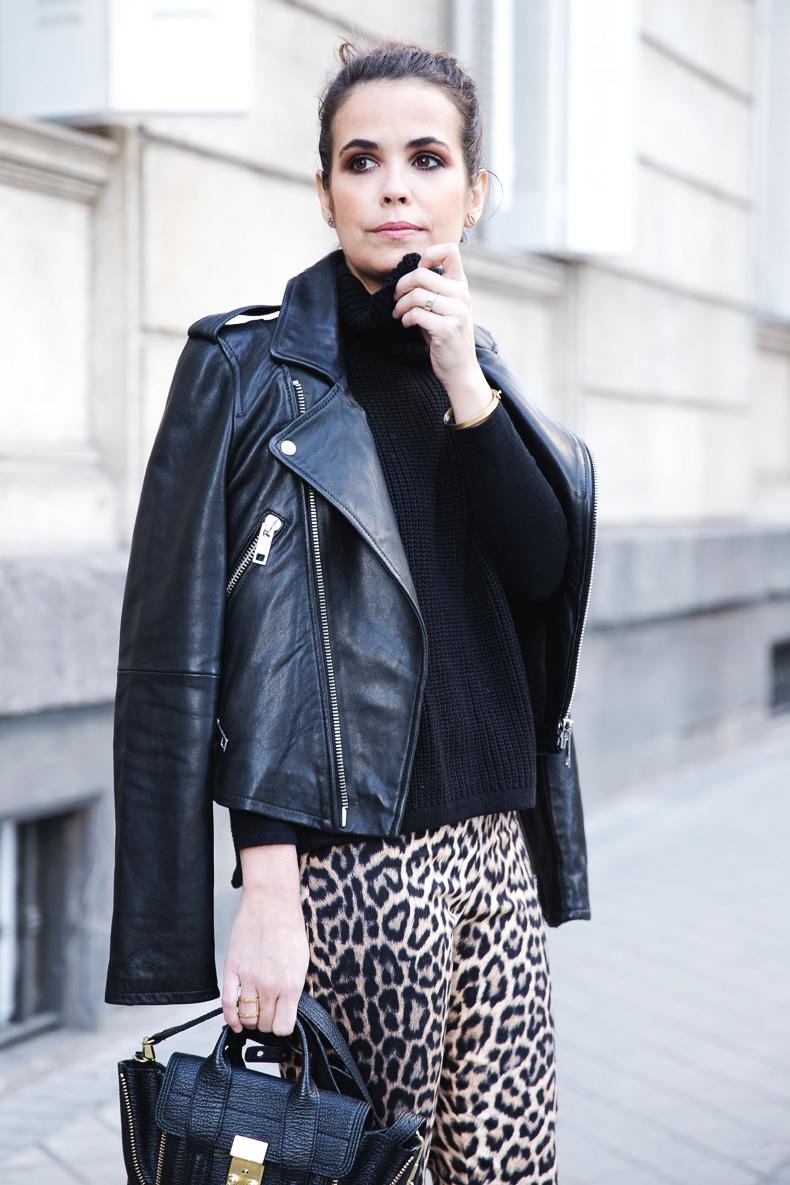 Leopard_Trousers-Biker_Jacket-Black-Mango-Street_Style-Outfit-21