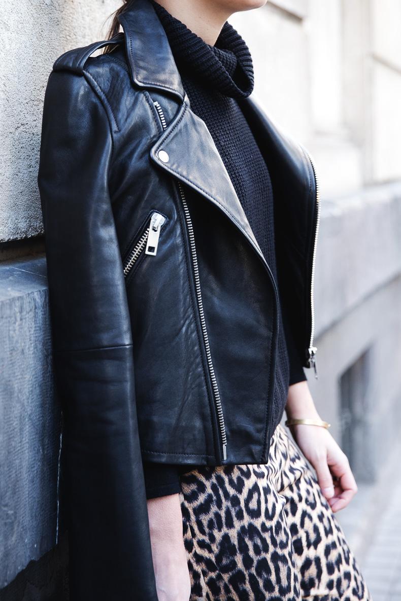 Leopard_Trousers-Biker_Jacket-Black-Mango-Street_Style-Outfit-27