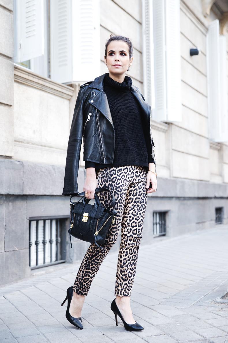 Leopard_Trousers-Biker_Jacket-Black-Mango-Street_Style-Outfit-23