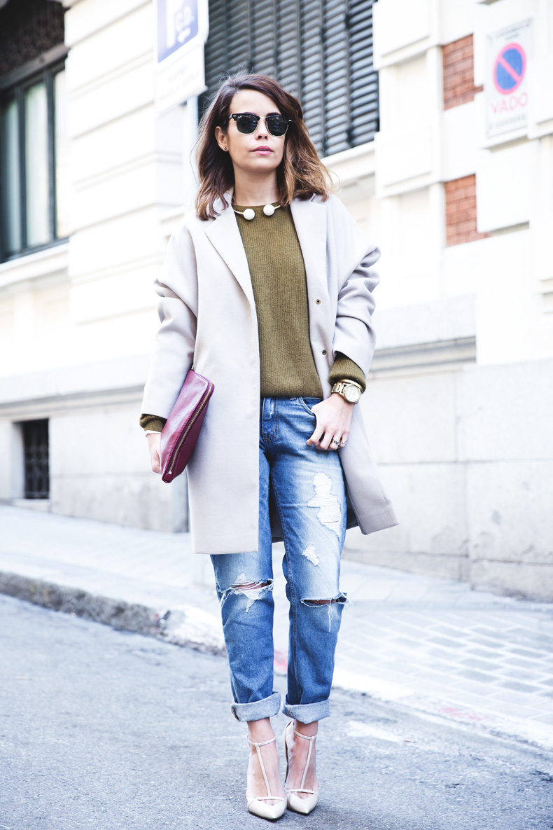 Pearls_Necklace-Ripped_Jeans-Olive_Clothing-Street_Style-Outfit-19