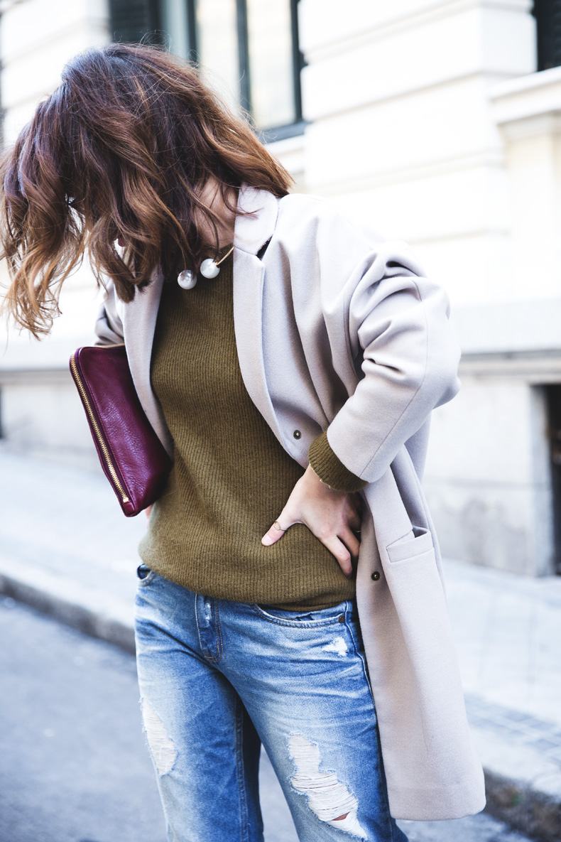 Pearls_Necklace-Ripped_Jeans-Olive_Clothing-Street_Style-Outfit-2