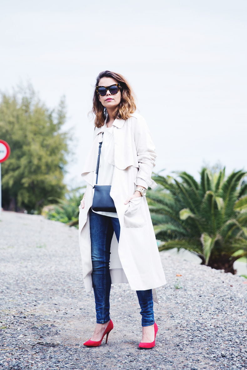 Trench-Ripped_Jeans-Red_Shoes-Celine_trio_Bag-street_Style-outfit-24