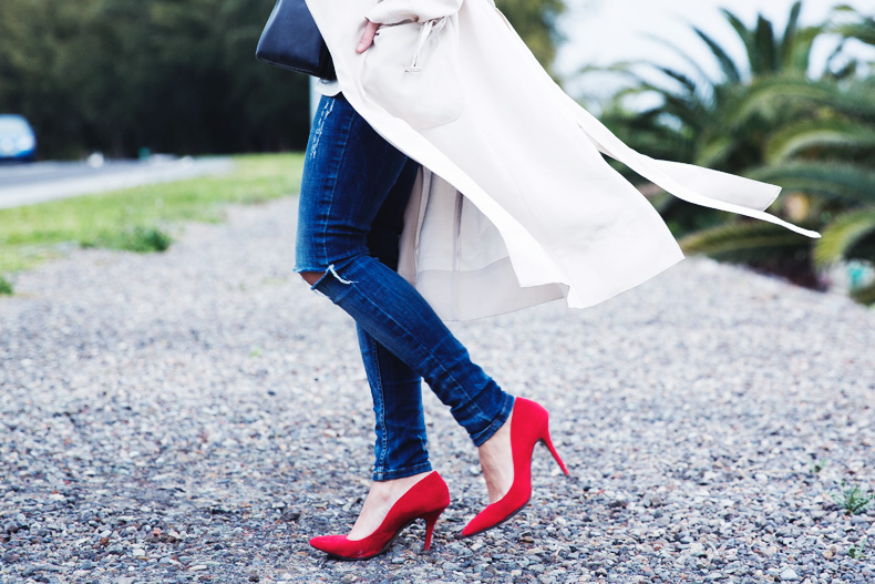 Trench-Ripped_Jeans-Red_Shoes-Celine_trio_Bag-street_Style-outfit-27