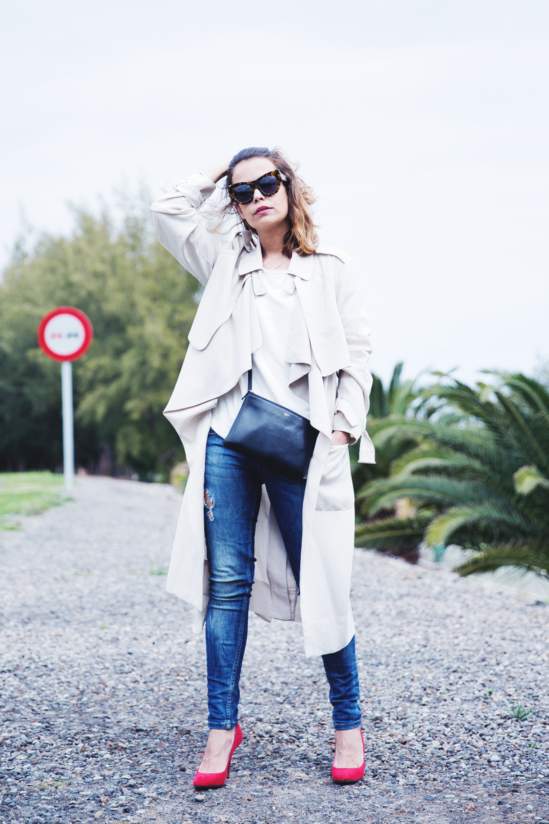 Trench-Ripped_Jeans-Red_Shoes-Celine_trio_Bag-street_Style-outfit-15