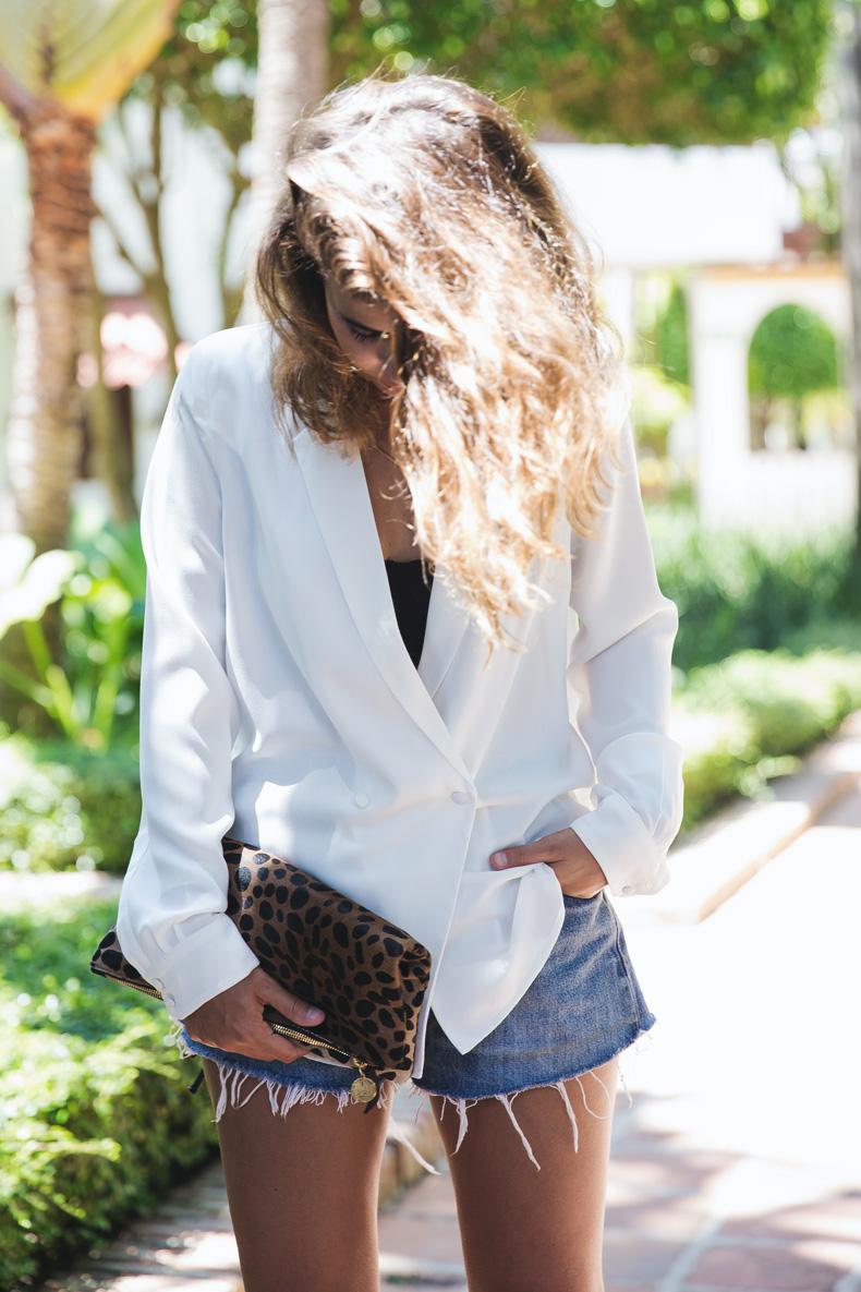 Levis_Vintage-Mango_Blouse-Leopard_Clutch-Clare_Vivier-Outfit-Street_Style-