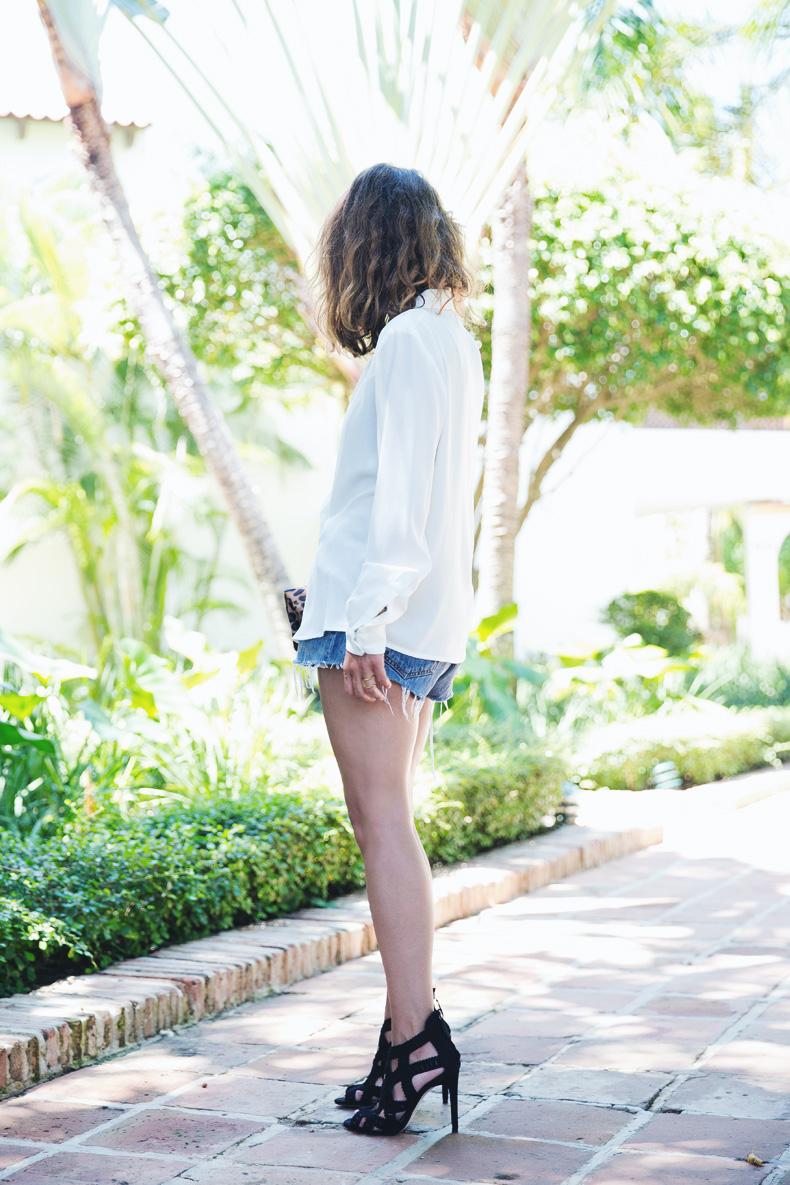 Levis_Vintage-Mango_Blouse-Leopard_Clutch-Clare_Vivier-Outfit-Street_Style-16