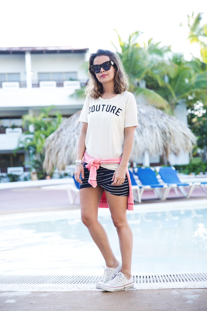 Stripped_Skirt-Couture_Top-Outfit-Converse-street_Style-33