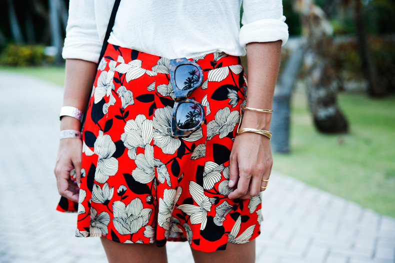 Floral_Short-Asos-Denim_Jacket-Sandals-Outfit-Street_Style-Karen_Walker-44