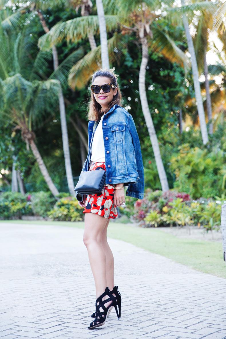 Floral_Short-Asos-Denim_Jacket-Sandals-Outfit-Street_Style-Karen_Walker-21