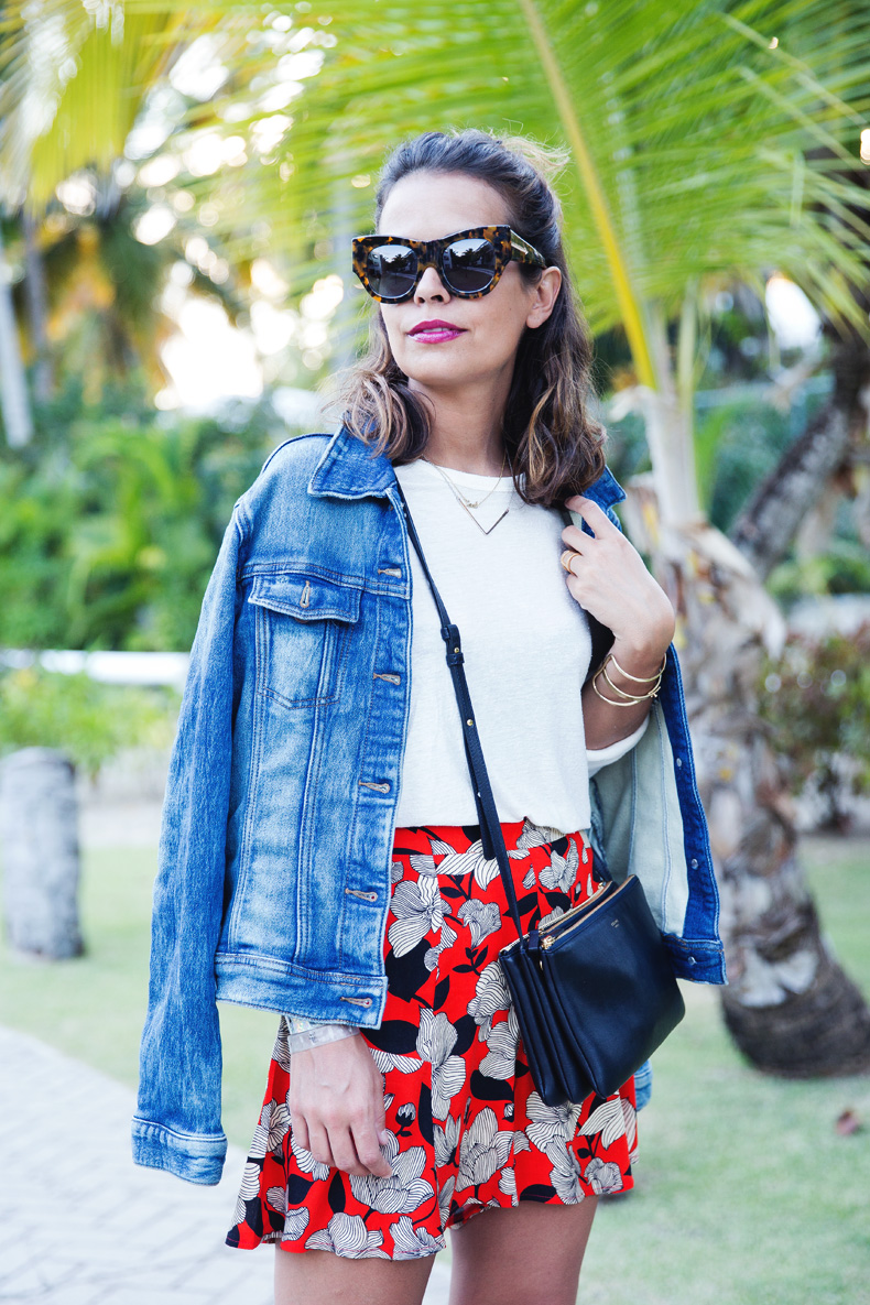 Floral_Short-Asos-Denim_Jacket-Sandals-Outfit-Street_Style-Karen_Walker-6
