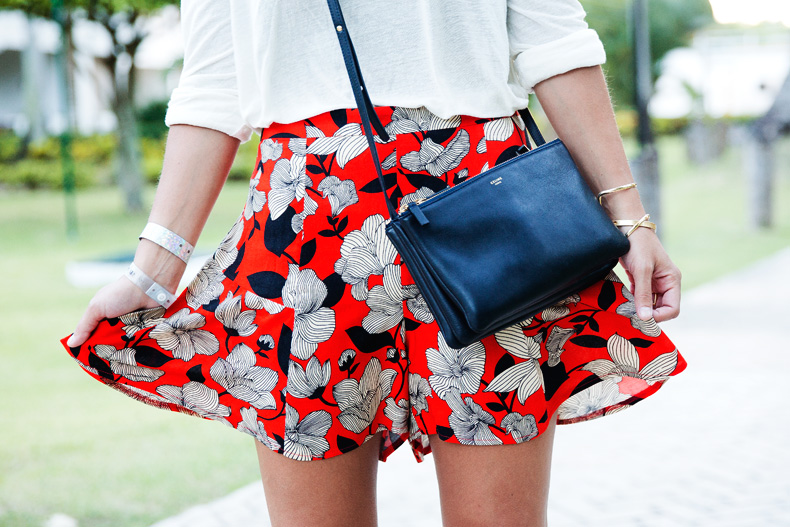 Floral_Short-Asos-Denim_Jacket-Sandals-Outfit-Street_Style-Karen_Walker-42