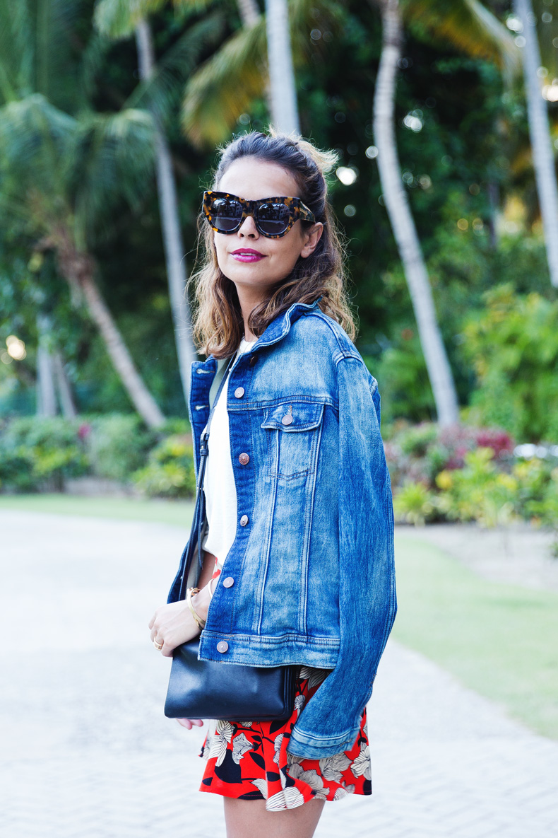 Floral_Short-Asos-Denim_Jacket-Sandals-Outfit-Street_Style-Karen_Walker-14