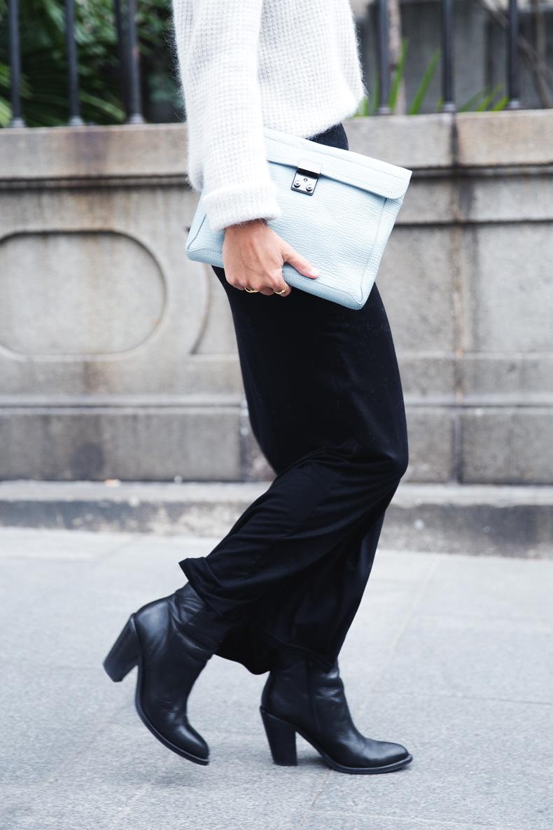 Light_Blue_Clutch-Long_Skirt-Biker_Jacket-Pastel_Trend-Braid-Street_Style-Outfit-31