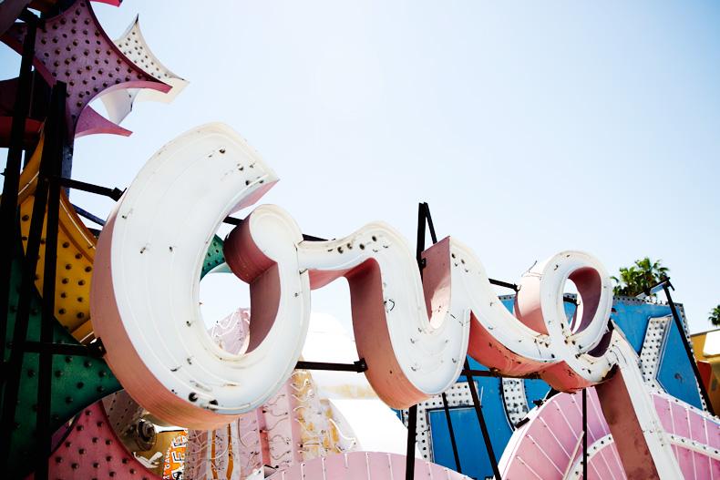 Las_Vegas-Neon_Museum-Asymmetric_Dress-Lips_Print-Mango-Outfit-travels-60