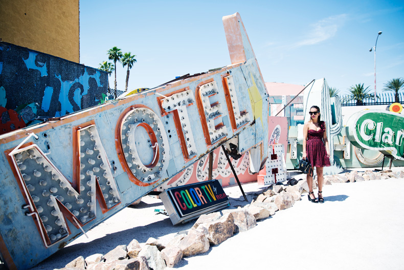 Las_Vegas-Neon_Museum-Asymmetric_Dress-Lips_Print-Mango-Outfit-travels-50