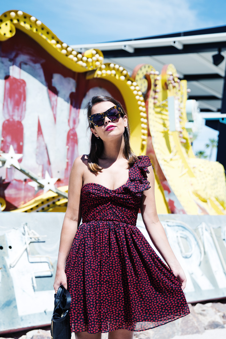 Las_Vegas-Neon_Museum-Asymmetric_Dress-Lips_Print-Mango-Outfit-travels-39