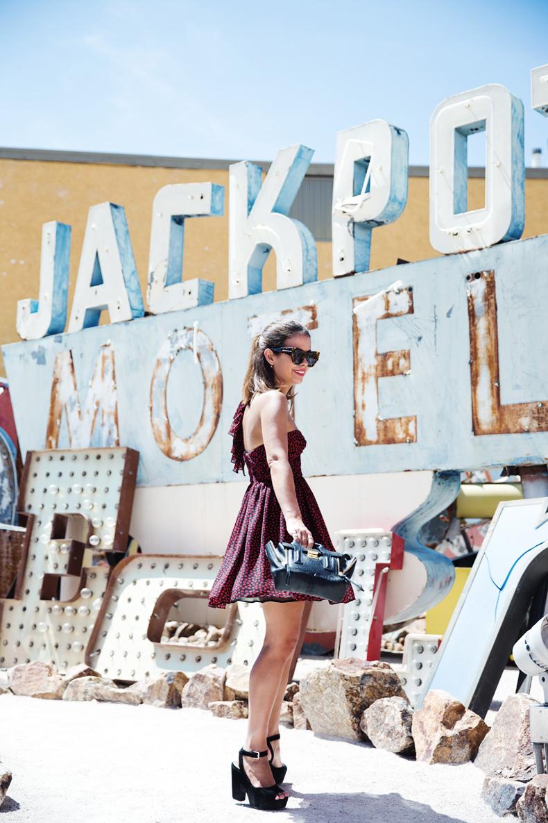 Las_Vegas-Neon_Museum-Asymmetric_Dress-Lips_Print-Mango-Outfit-travels-25