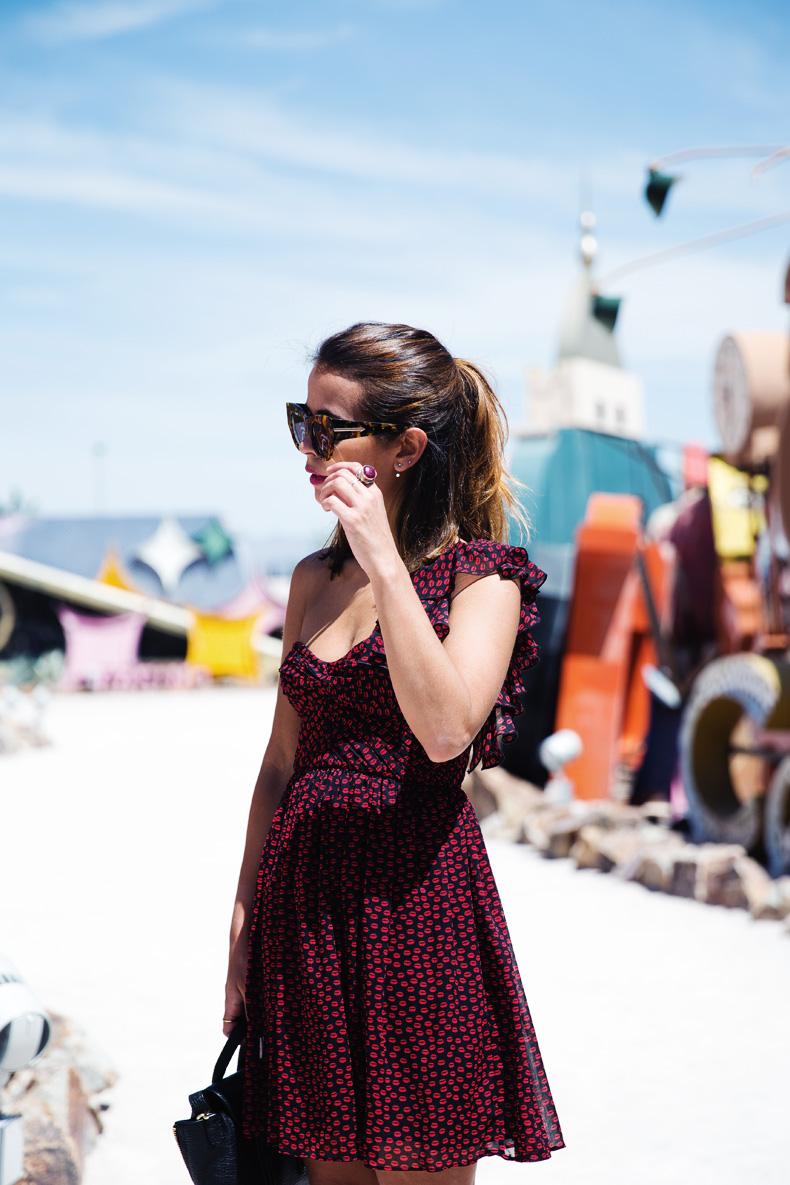 Las_Vegas-Neon_Museum-Asymmetric_Dress-Lips_Print-Mango-Outfit-travels-17