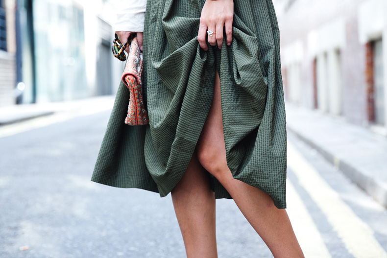 Midi_Skirts-Lace_Up_Sandals-Antik_Batik_Clutch-Outfit-London-36