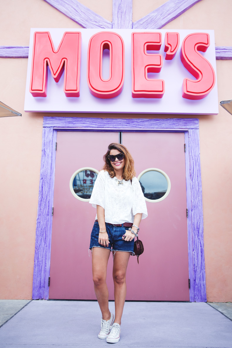 Orlando-Universal_Studios-Levis-Shorts-Converse-Road_Trip-Outfit-Street_Style-51