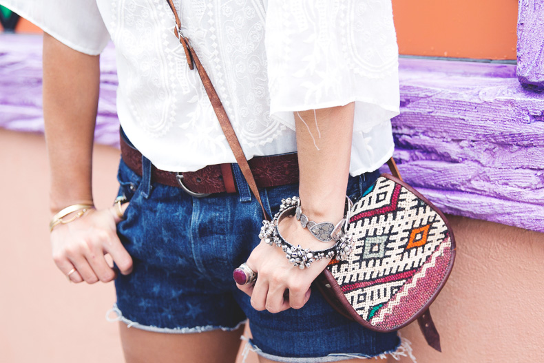 Orlando-Universal_Studios-Levis-Shorts-Converse-Road_Trip-Outfit-Street_Style-25