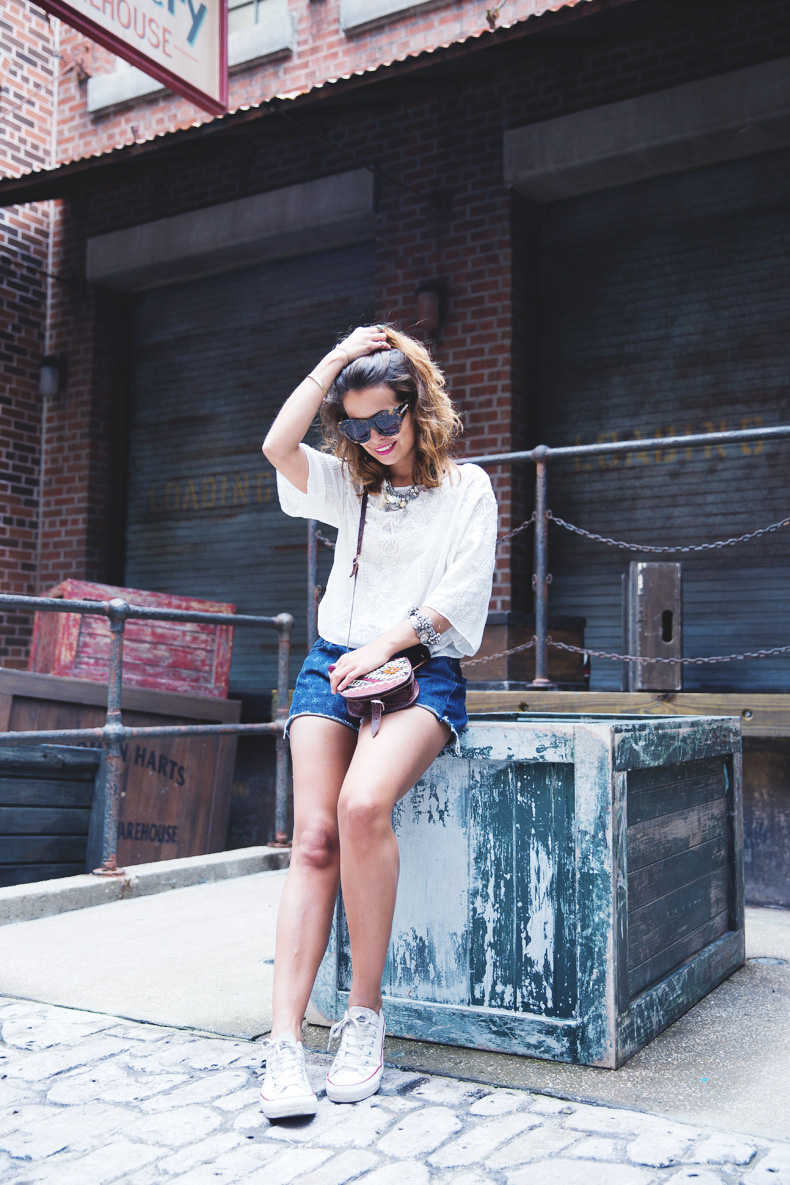 Orlando-Universal_Studios-Levis-Shorts-Converse-Road_Trip-Outfit-Street_Style-43