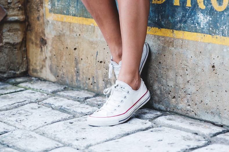 Orlando-Universal_Studios-Levis-Shorts-Converse-Road_Trip-Outfit-Street_Style-41