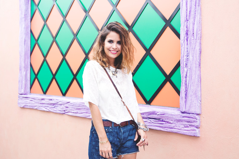 Orlando-Universal_Studios-Levis-Shorts-Converse-Road_Trip-Outfit-Street_Style-24
