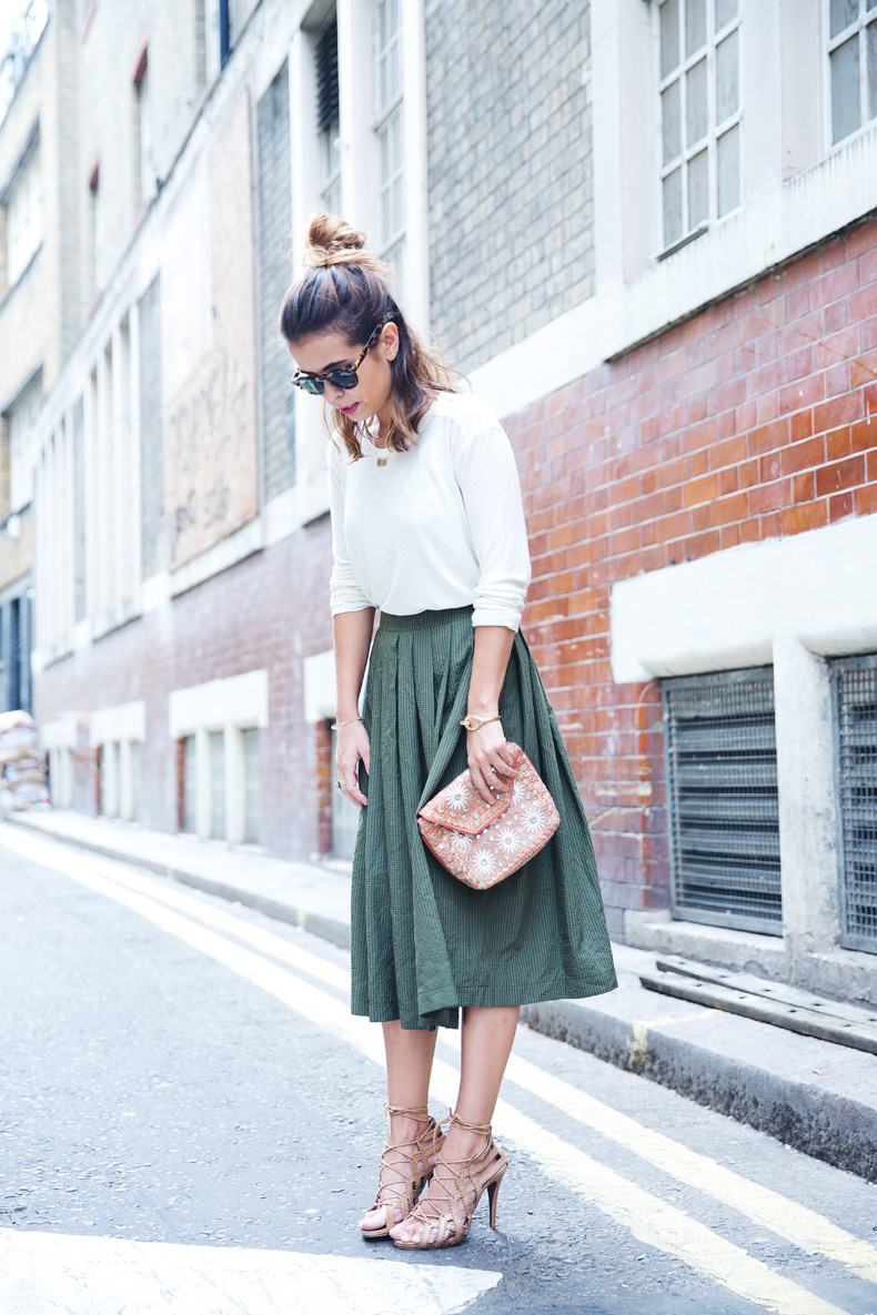 Midi_Skirts-Lace_Up_Sandals-Antik_Batik_Clutch-Outfit-London-106