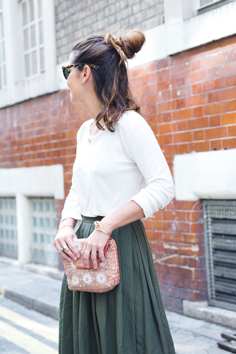 Midi_Skirts-Lace_Up_Sandals-Antik_Batik_Clutch-Outfit-London-105