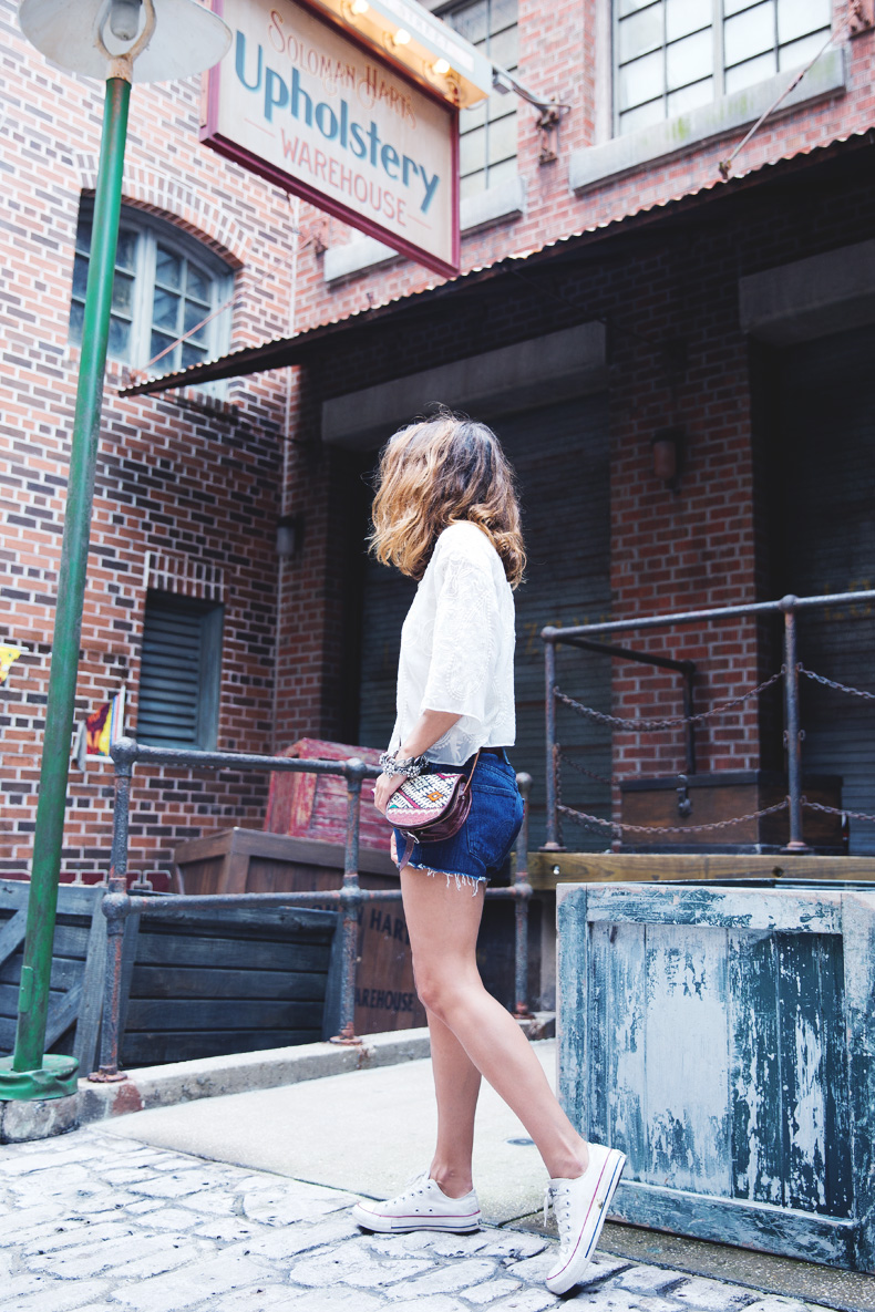 Orlando-Universal_Studios-Levis-Shorts-Converse-Road_Trip-Outfit-Street_Style-62