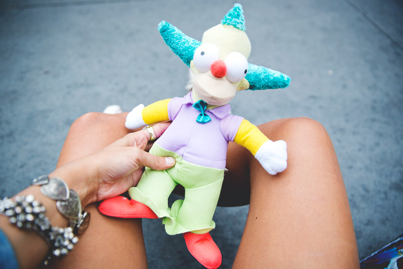 Orlando-Universal_Studios-Levis-Shorts-Converse-Road_Trip-Outfit-Street_Style-35