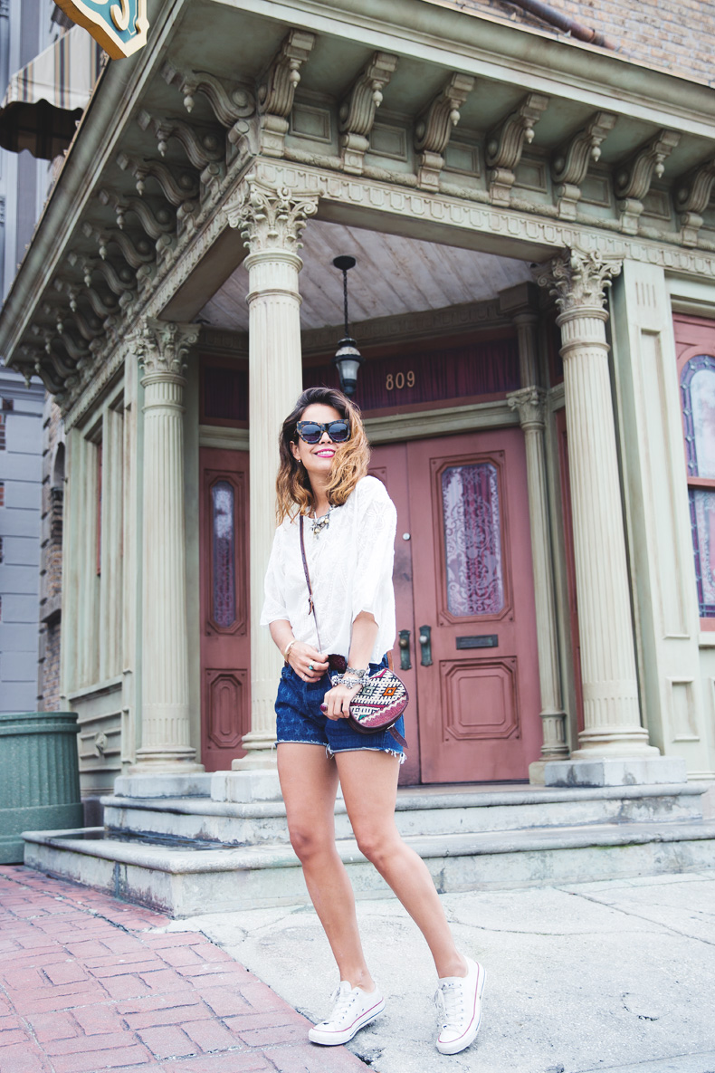 Orlando-Universal_Studios-Levis-Shorts-Converse-Road_Trip-Outfit-Street_Style-46