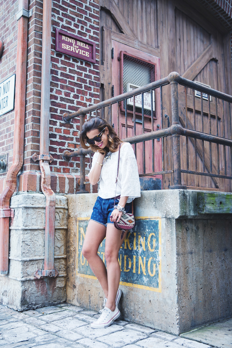 Orlando-Universal_Studios-Levis-Shorts-Converse-Road_Trip-Outfit-Street_Style-78